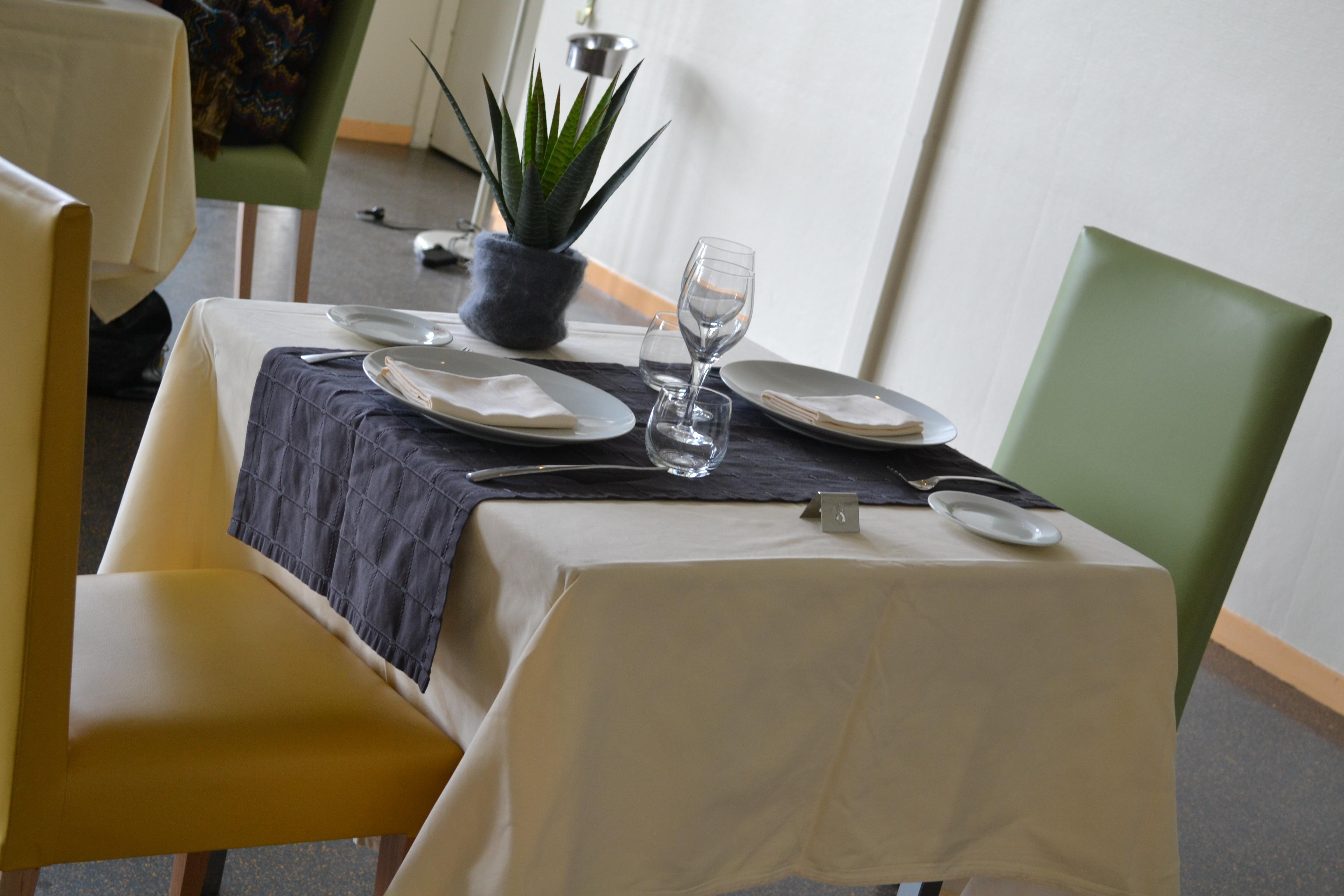 Restaurant de l'hôtel de Guyenne à talence table deux couverts